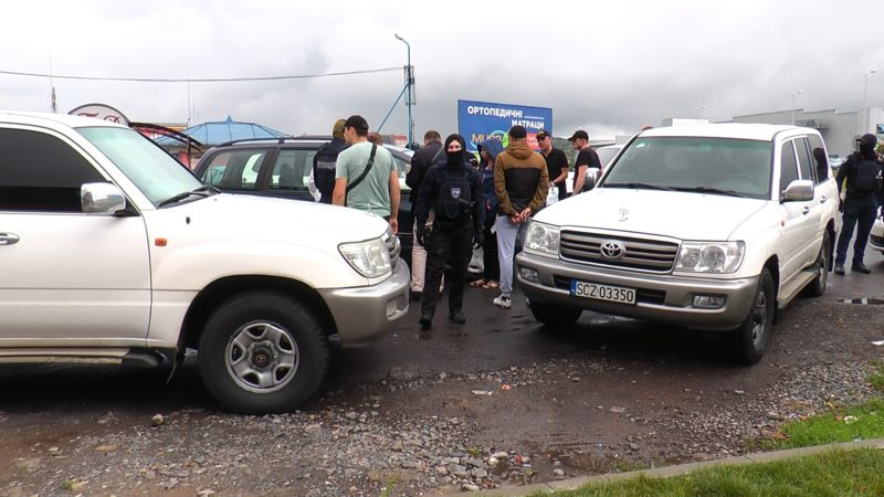 Озброєний інцидент трапився у Мукачеві серед білого дня (ВІДЕО)
