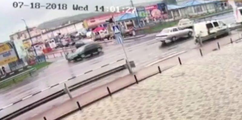 Камери відеоспостереження зафіксували інцидент з перестрілкою у Мукачеві (ВІДЕО)