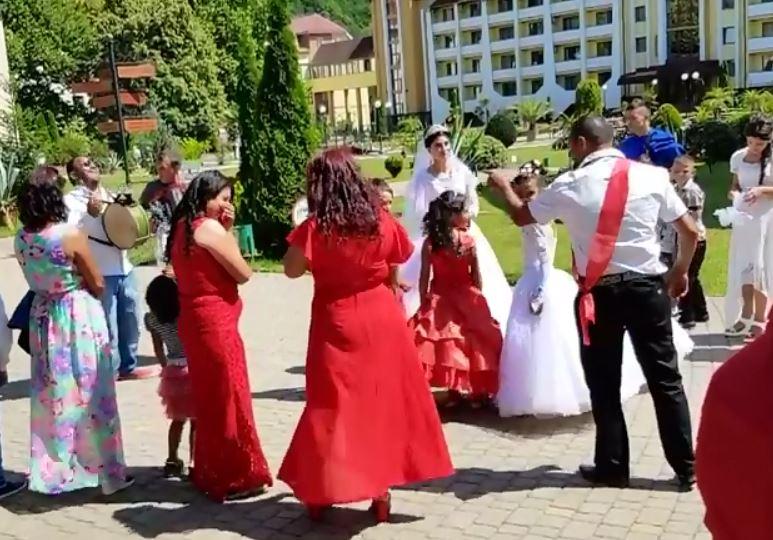 Відео ромського весілля на Закарпатті показали в мережі (відео)