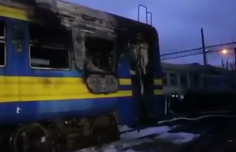 На Прикарпатті під час руху загорівся поїзд, пасажири вистрибували з вікон