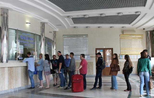 Закарпатці не можуть придбати квитки на потяг