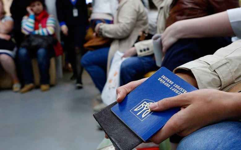 Закарпатцям слід врахувати: виїзд із України хочуть зробити платним