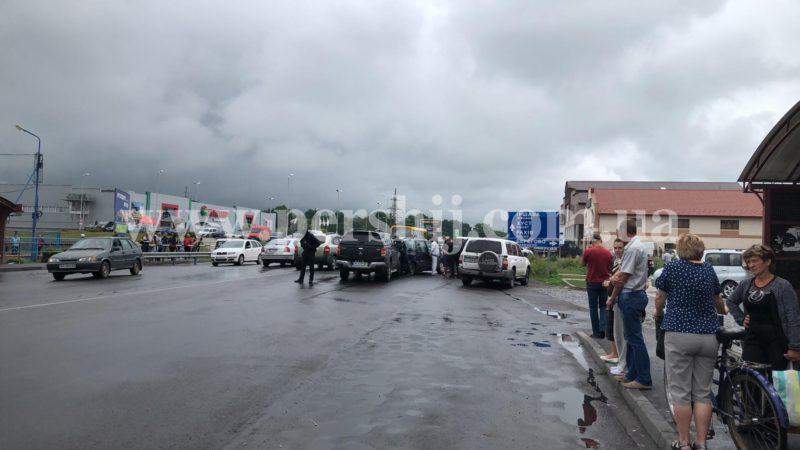 """У Мукачеві біля ринку """"Гід"""" сталася перестрілка (ФОТО)"""