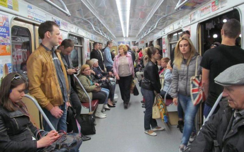 Трагедія в метро: неадекват порізав пасажирку і втік