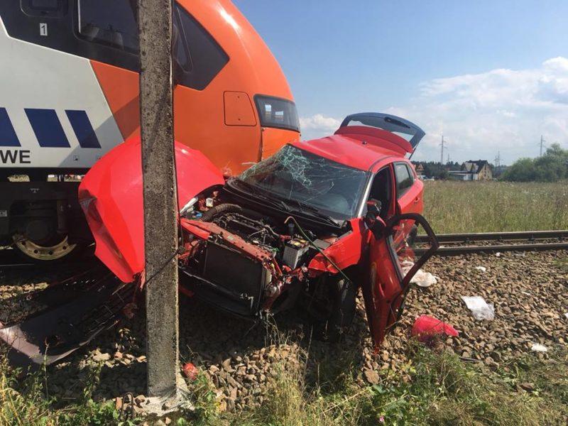 У сусідній Польщі потяг розчавив машину з 18-річною дівчиною (ФОТО, ВІДЕО)