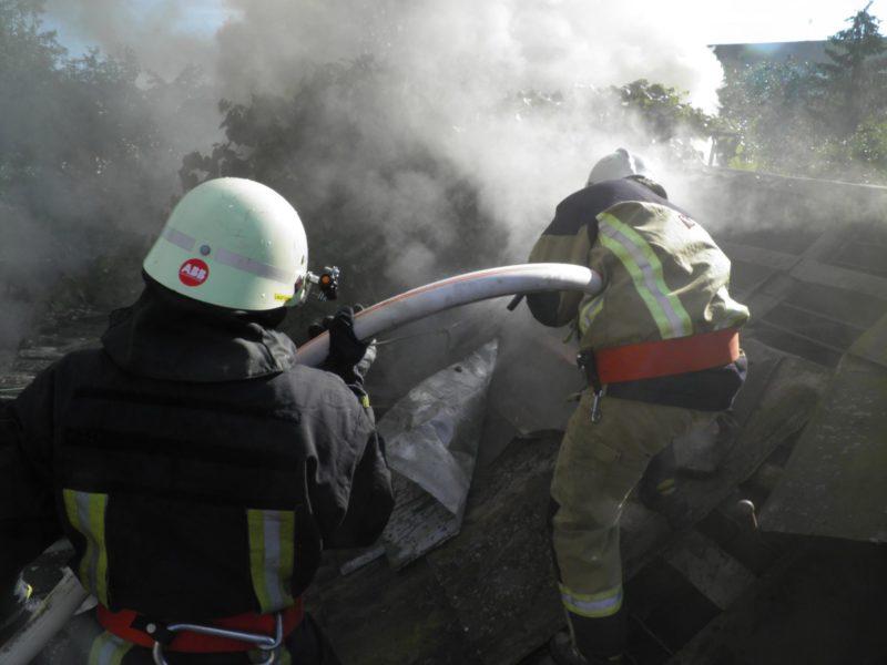 На Хустщині вогонь ледь не знищив житловий будинок