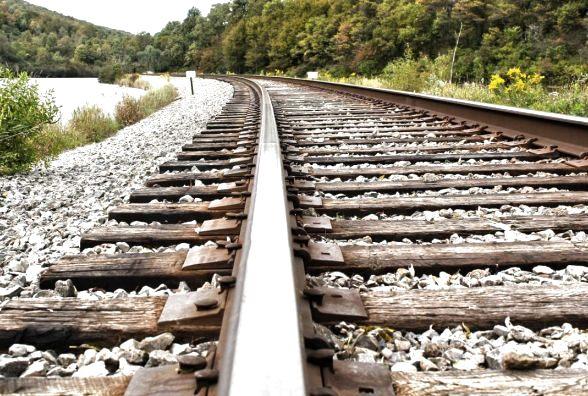 Потяг на смерть збив невідому жінку