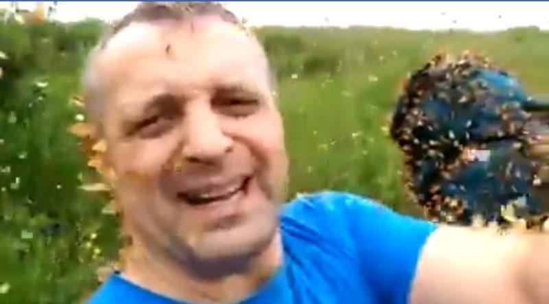 У Карпатах метелики «напали» на чоловіка (ВІДЕО)