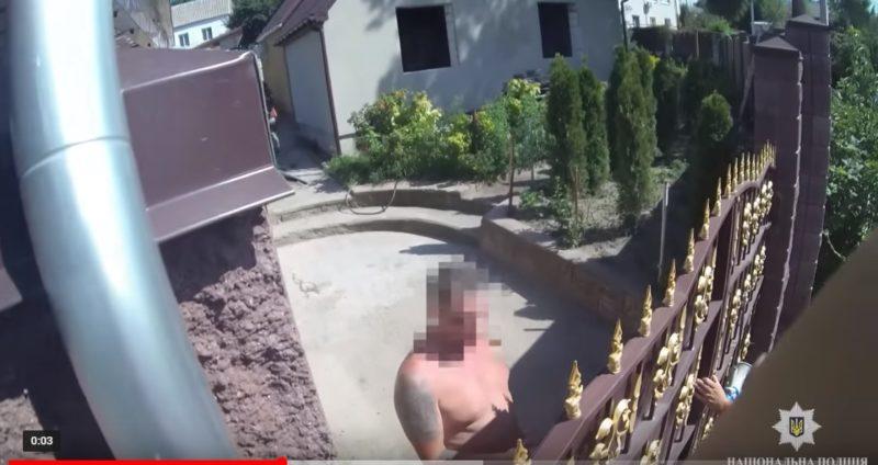 Святкуючи день народження, чоловіки підстрелили дівчину (ВІДЕО)