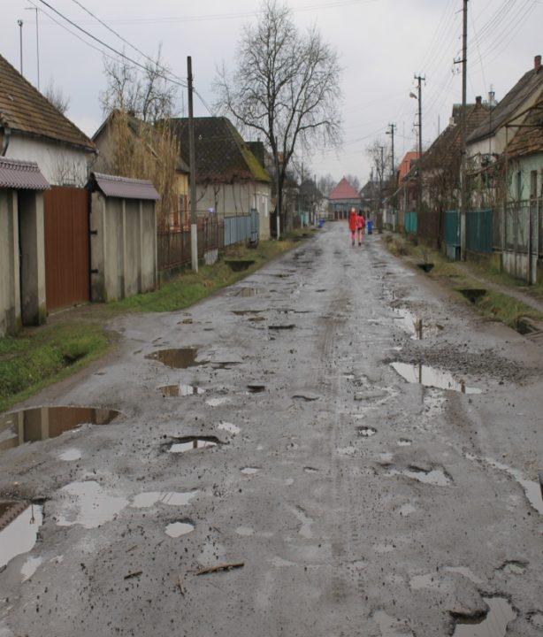 Дорога «Теково – Королево – Новоселиця» до і після ремонту (ФОТО)