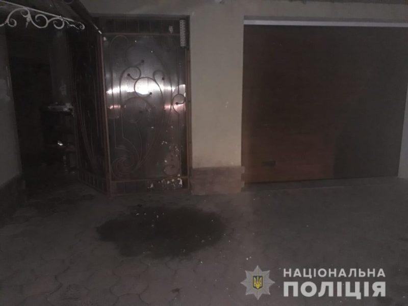 На Тячівщині у двір чоловіка кинули вибухівку (ФОТО)