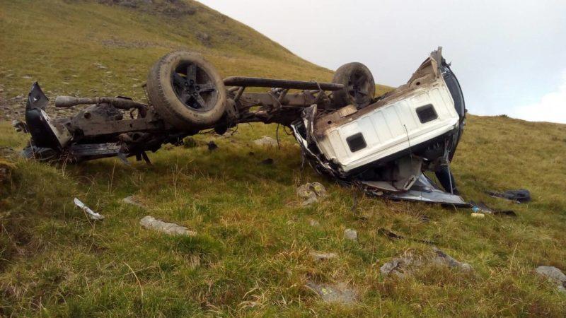 На Закарпатті загинули двоє туристів з Києва: зірвалися на позашляховику в ущелину (ФОТО)