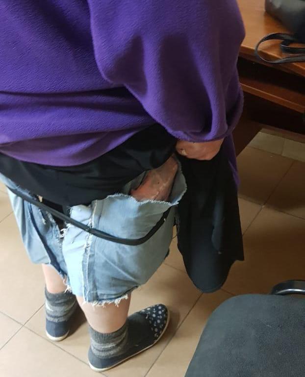 """Українка намагалась провезти під спідницею майже півсотні """"IPHONE""""-ів (ФОТО)"""