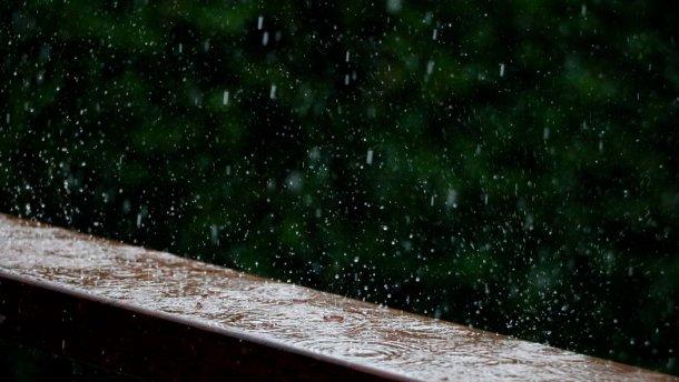 На вихідних на Закарпатті місцями можливі короткочасні дощі