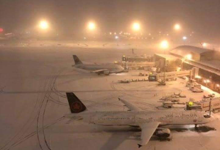 Потужній снігопад паралізував канадський Калгарі (відео)