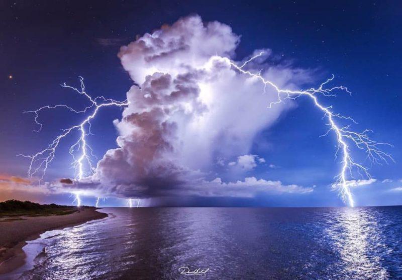 Мистецтво неба: неймовірні блискавки з різних куточків світу (фото)