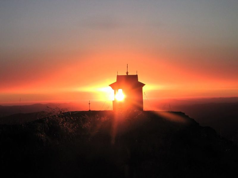 Краса на рівні неба. Схід сонця на горі Піп Іван (ФОТО)