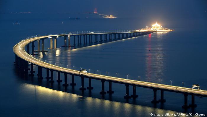 У Китаї побудували найдовший міст у світі (ФОТО)
