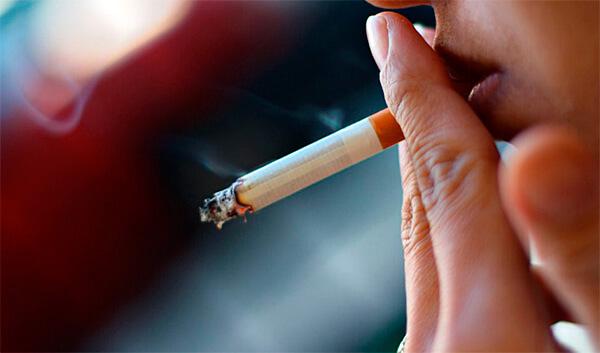 Близько 15% українців у віці 14-17 років курять