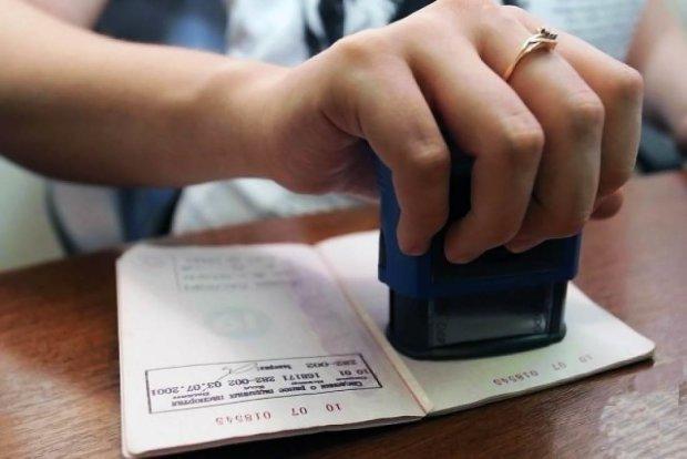 Прописка онлайн: українцям хочуть спростити процедуру реєстрації