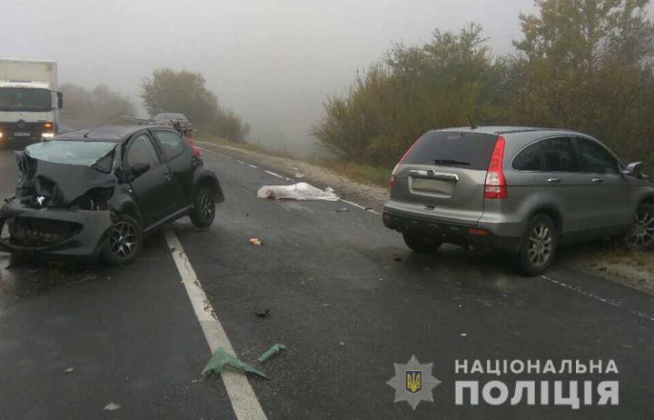 Розплющене «Пежо» та мертва жінка-водій: аварія на трасі «Київ-Чоп» забрала ще одне життя (ФОТО)