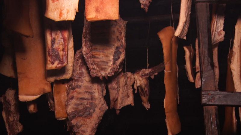 На Міжгірщині настав період копчення м`яса вдома (ВІДЕО)