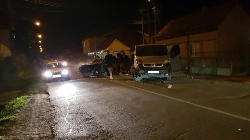 ДТП у Виноградові: не розминулись мікроавтобус з легковиком (ФОТО)