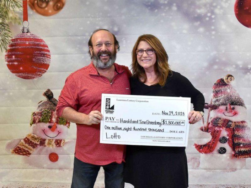 У США пара під час прибирання знайшла лотерейний квиток і виграла 1,8 млн. доларів