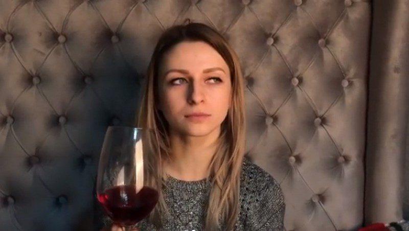 """""""Найголовніший навик, який має мати кожен закарпатець"""": блогерша розповіла як """"пойняти же вино доброє"""" (ВІДЕО)"""