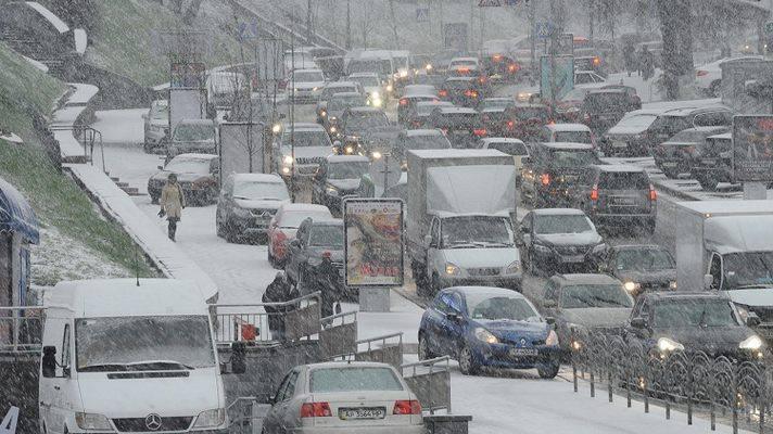 Перший сніг: у Києві з початку доби – рекордна кількість ДТП