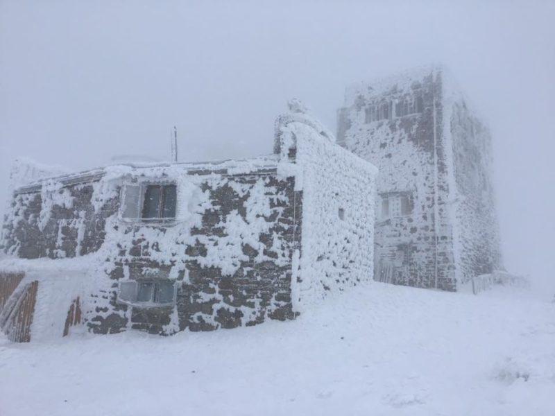 У Карпатах, гора Піп Іван вкрилася снігом, температура -10°С (ФОТО)