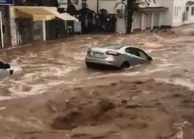 Турція потерпає від масштабних повенів (ВІДЕО)