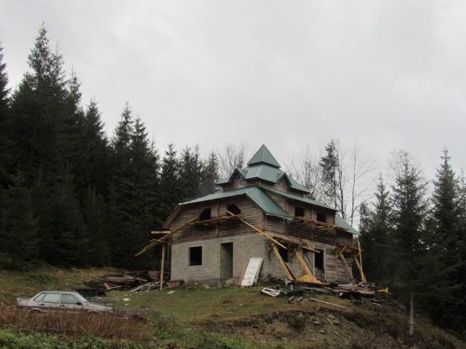 У Тячівському районі реконструюють будівлю для лісників (ФОТО)