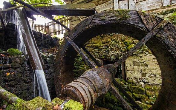 Унікальний водяний млин функціонує на Закарпатті (фото)