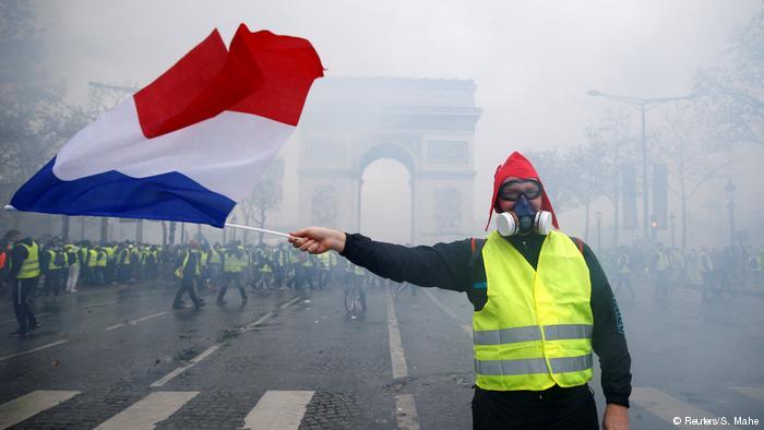 У Парижі протестують проти високих цін на бензин: поранені 65 осіб