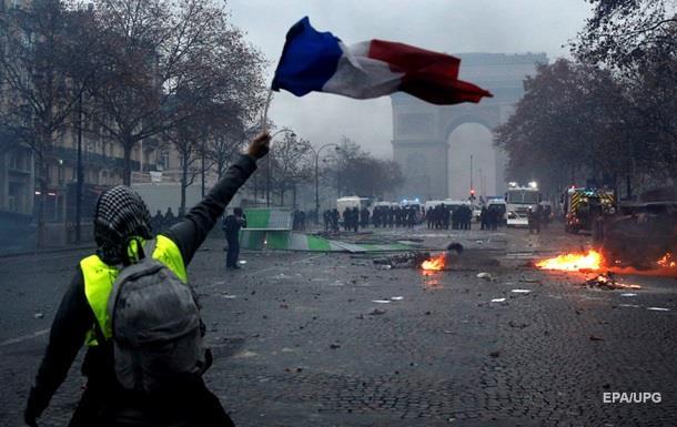 У Франції масові паливні протести: можуть ввести надзвичайний стан