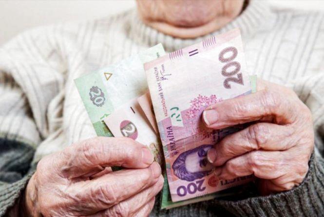 Закарпатка обікрала бабусю на 30 тисяч гривень