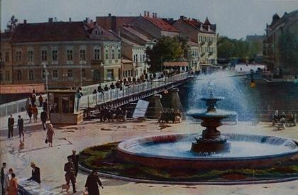 """Ужгород 1962 року: коли """"з'явився"""" фонтан посеред Театральної площі та чому його прибрали? (ФОТО)"""