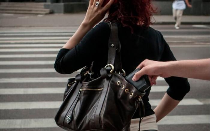 Гроші та мобільні телефони крадуть на Закарпатті