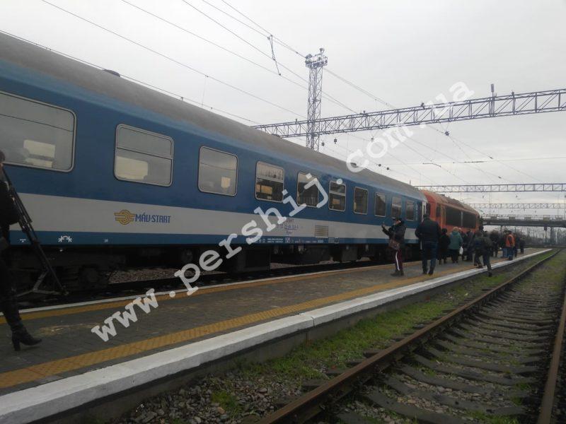"""Перший потяг """"Мукачево-Будапешт"""" рушив з міста над Латорицею (ФОТО)"""