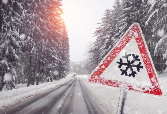 Закарпатців попереджають про небезпеку першого рівня на дорогах