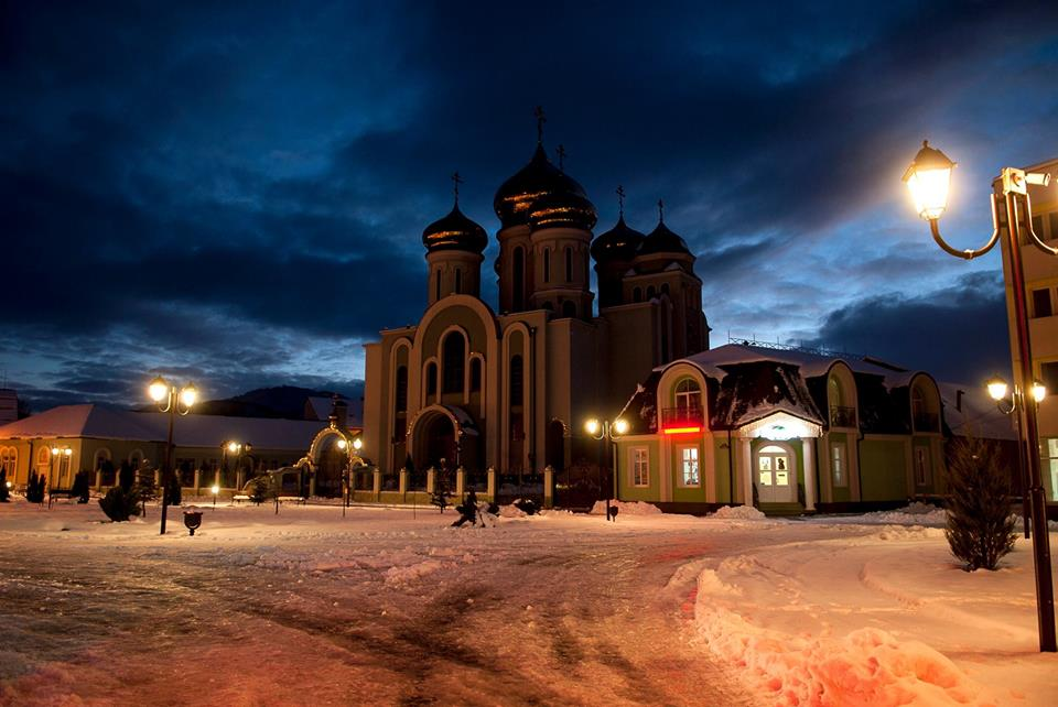 Зимова казка панує у місті над Тисою (ФОТО)
