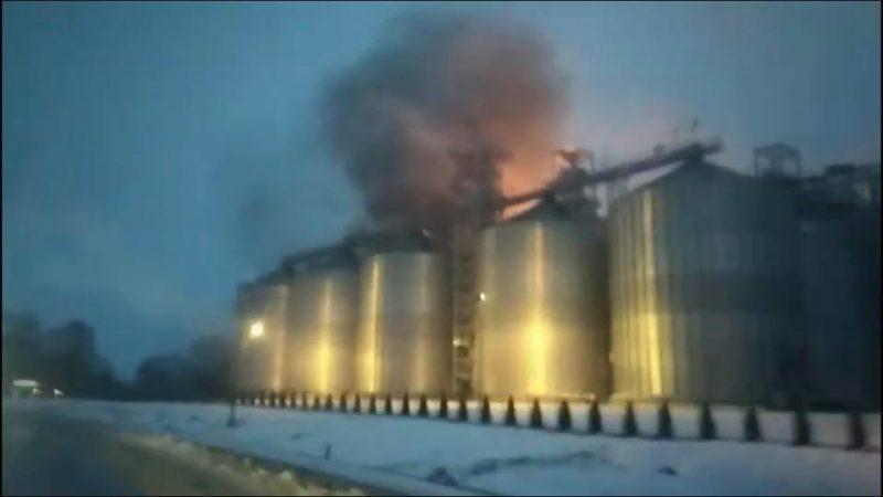 На Львівщині горить олійний завод (ФОТО, ВІДЕО)