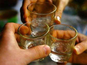 Пили разом з дитиною: мама з бабусею споїли 11-річного хлопчика