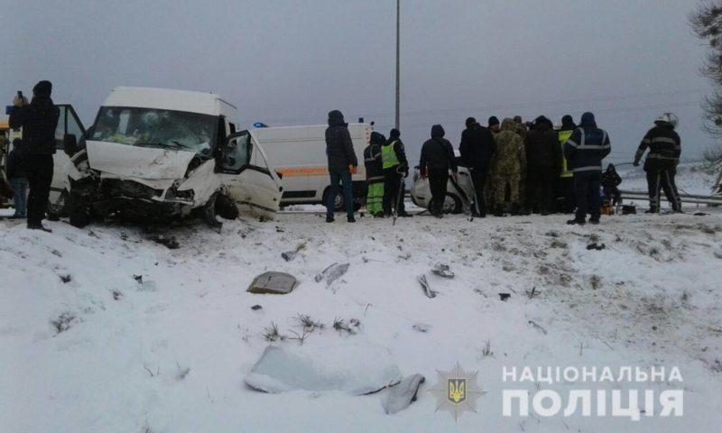 ДТП на трасі Київ-Чоп: багато травмованих, серед загиблих – дитина
