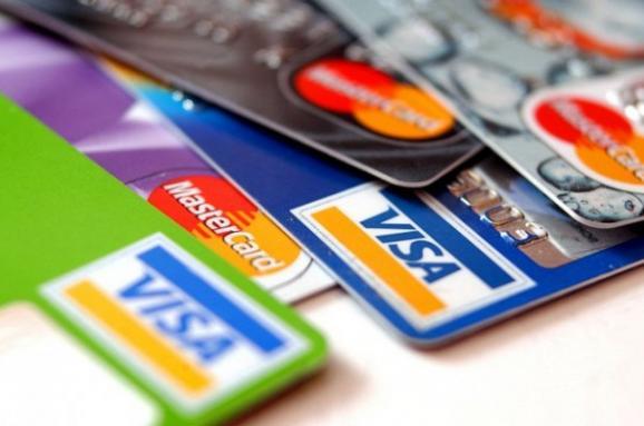 """До уваги закарпатців: """"ПриватБанк"""" тимчасово зупинить операції з картками"""