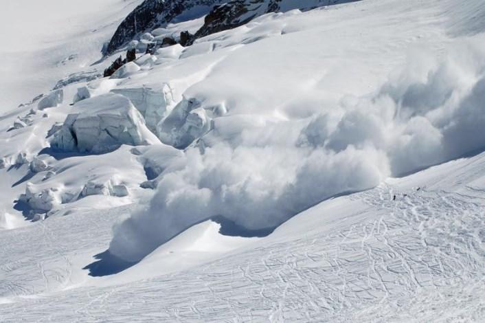 18 – 19 лютого на високогір'ї та в горах Закарпатської області в зв'язку з відлигою очікується значна снiголавинна небезпека (III рiвень)