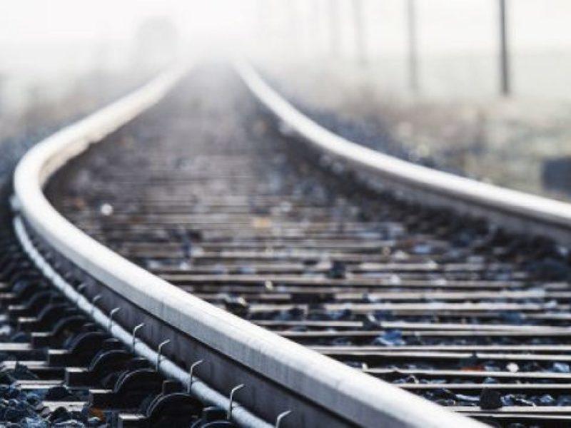 Трагедія на залізниці: 34-річний чоловік кинувся під пасажирський потяг