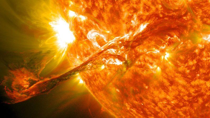 Сонце вивергнуло три потужних суперспалахи: до Землі мчить скажена магнітна буря, бережіть голову