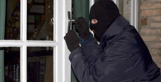 На Закарпатті горе-злодій намагався обікрасти продуктовий магазин – поліція викликала йому «швидку»